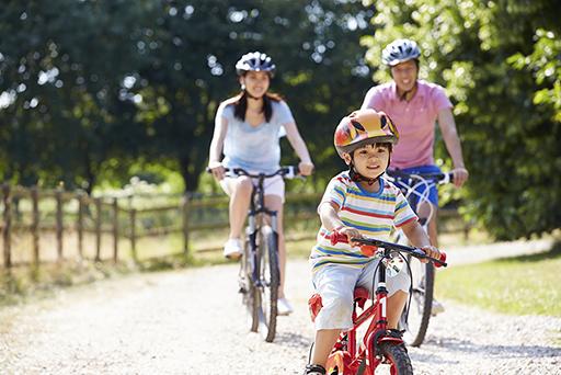 Family-Riding-Bikes